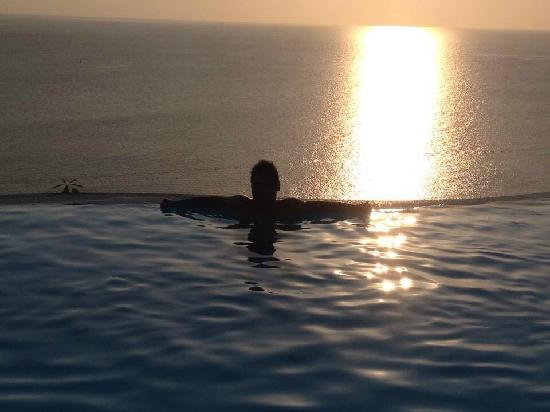 Aminjirah Resort: Sun set