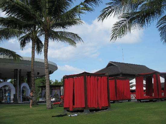 Club Med Bali: 泳池旁