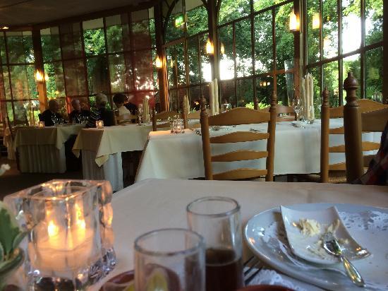 De Gulle Waard : 安静温馨的餐厅