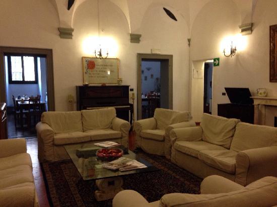Hotel Vasari Palace: 酒店一层的客厅很像家的感觉