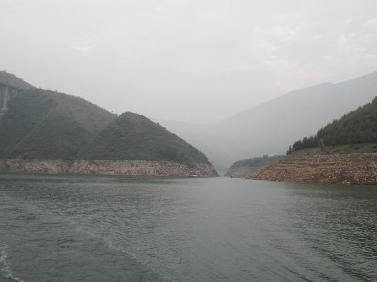 Three Gorges: 长江三峡