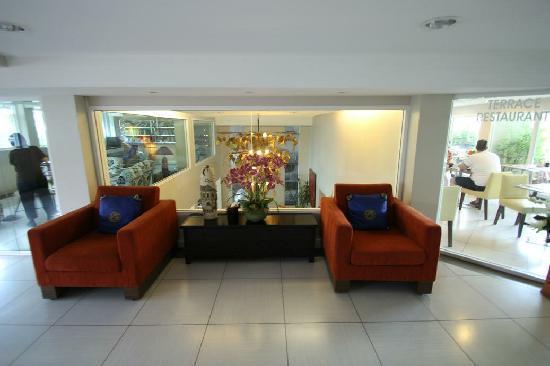 Bangkok Loft Inn : 酒店二楼,右侧就是餐厅