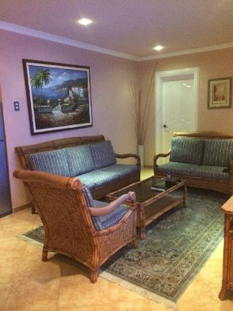 Monaco Suites de Boracay: Living room of the suite