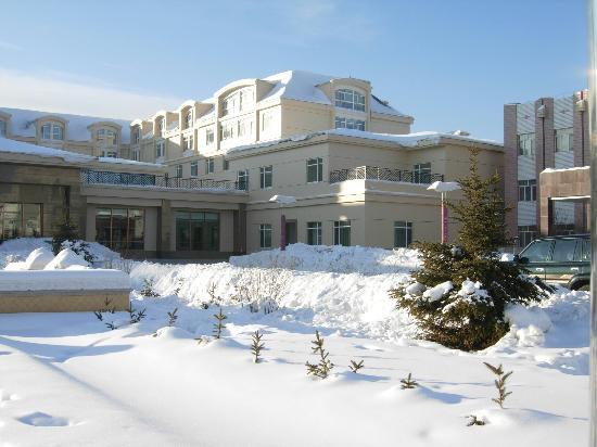 Jinma Hotel: 积雪覆盖下的漠河金马饭店