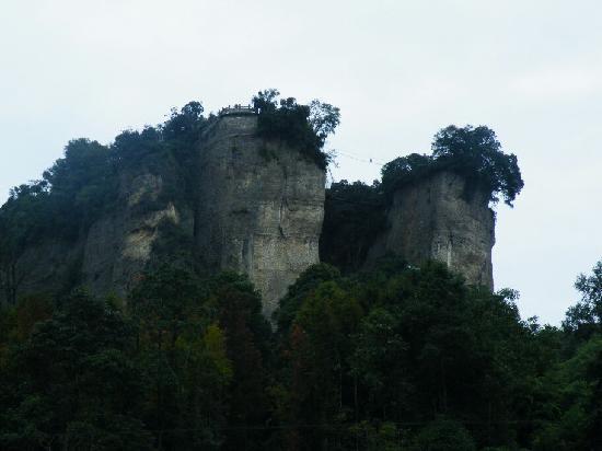 Doutuan Mountain: 雄伟的窦团山