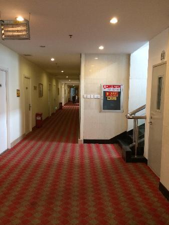 7 Days Inn Beijing Qianmen: 一层走廊