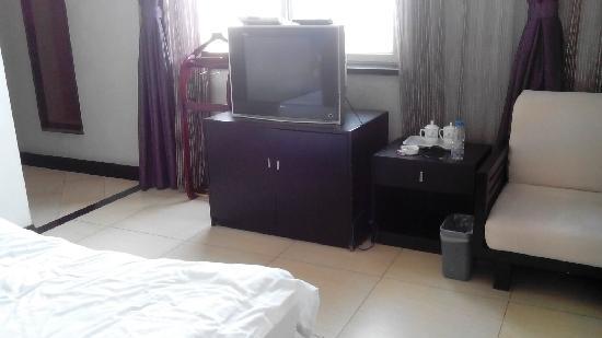 Kang'en Hotel : 房间小,价格高