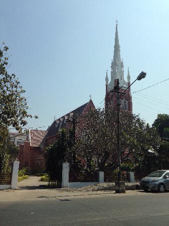 Holy Trinity Cathedral : 教堂外貌