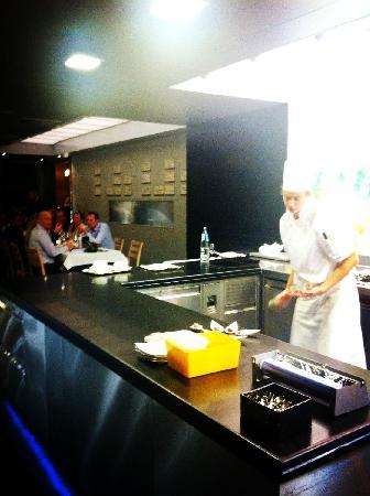 Comme Chez Soi : 位于厨房的用餐区