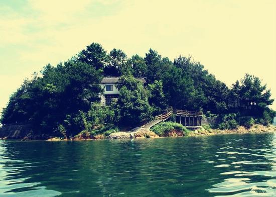 Thousand Island Lake (Qiandao Hu) : 小岛