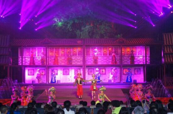 Lichuan, Chine : 大型洞穴歌舞表演夷水利川场景