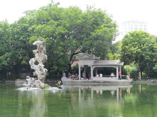 Mt. Foshan Liang Park: 梁园湖心石
