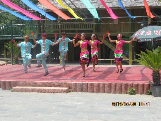 Qingyunshan Amusement park: 舞蹈