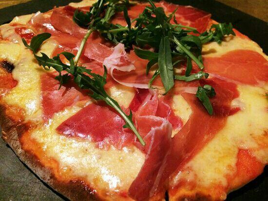 T8 Restaurant and Bar: 披萨