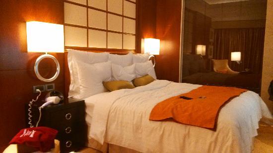 Shanghai Marriott Hotel City Centre: 行政大床房