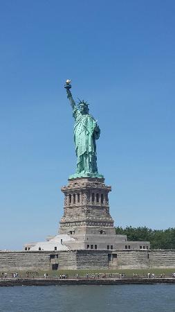 Statue de la liberté : 天气晴好,蓝天白云,自由自在!