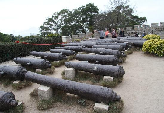 Huli Mountain Fort: 胡里山炮台