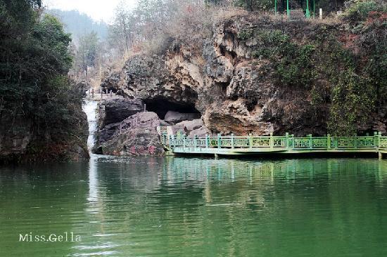 Jingshan County, China: 美人谭