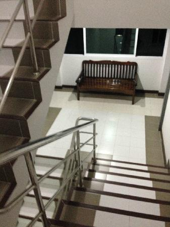 Nine House : 走廊楼梯