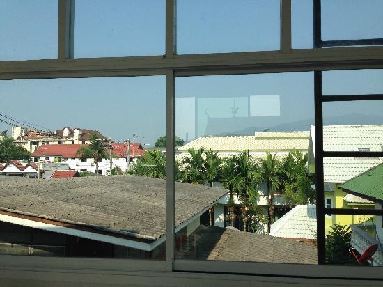Nine House : 酒店外风景