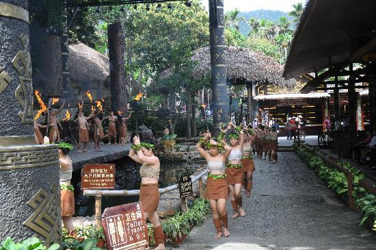 Areca Valley Tourist Resort of Hainan Ganza Ridge Primitive Culture: 甘什岭槟榔谷