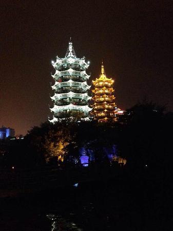 Riyue Shuangta Cultural Park : 日月双塔文化公园