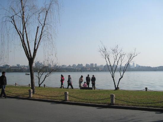 Bai Causeway: 白堤