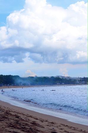 Kuta Beach - Bali: 非常适合冲浪初学者
