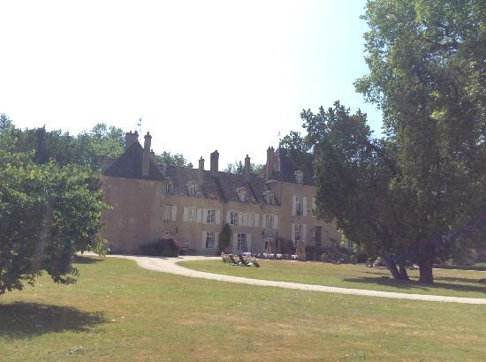 Chateau de Vault-de-Lugny : 古堡御膳坊外景