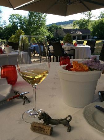 Chateau de Vault-de-Lugny : 法国名酒配美景