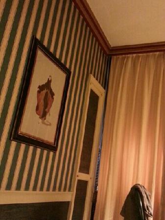 Hotel Auriga : 典雅的装饰画