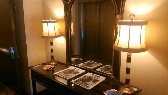 Parkview Hotel: 酒店一层电梯口