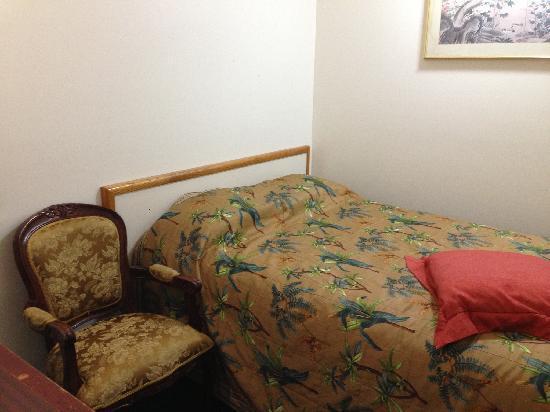 LAX Suites : 双床间的小房间