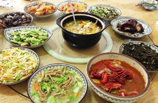 Naturalhome Hotel Moganshan Deqing: 阿姨给我们准备的午餐,鸡汤赞爆了!