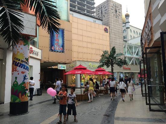 Jiaozuo, Κίνα: 繁华的商业街
