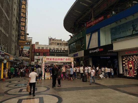QingNian Lu ShangYe BuXingJie