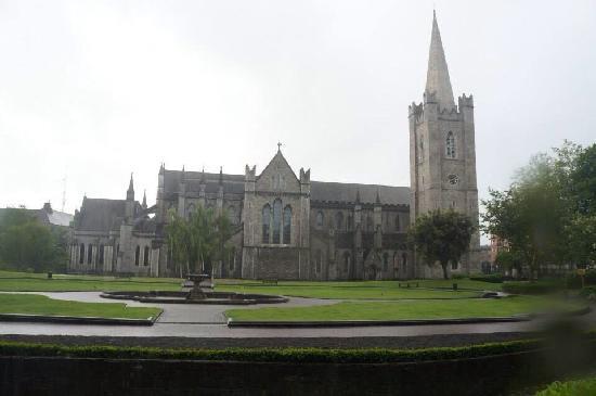 St. Patrick's Cathedral (Roman Catholic): 教堂