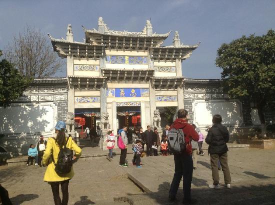 Loyalty Arch: 丽江的忠义牌坊