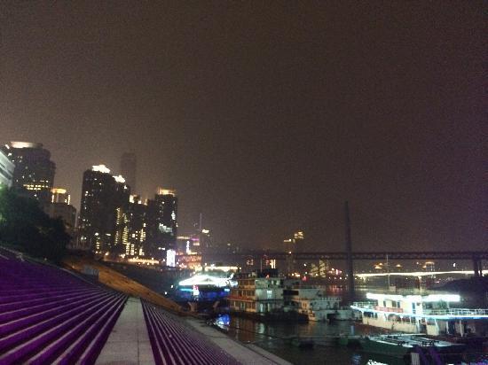 Chaotianmen Square: 江边