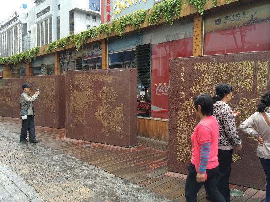 昆明棕树营丹霞路文化街