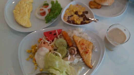 Alfresco Phuket Hotel: 早餐