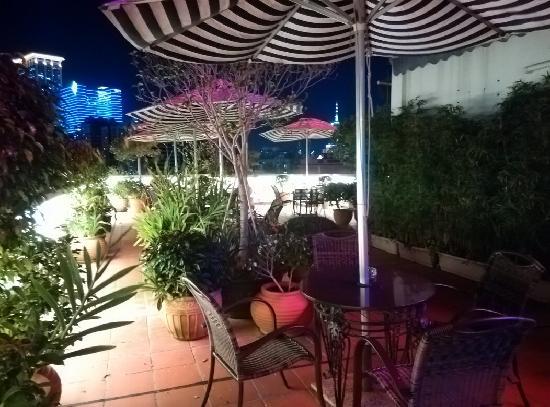 Guia Hotel: 天台花园夜景