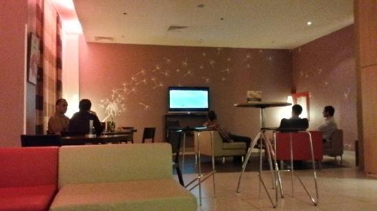 Ibis Constantine : 很温馨的酒店,性价比高,周围安保好,楼下餐厅有啤酒,享受世界杯的好地方。不足之处,房间极小