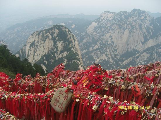 Mount Huashan: 猜猜这个事啥