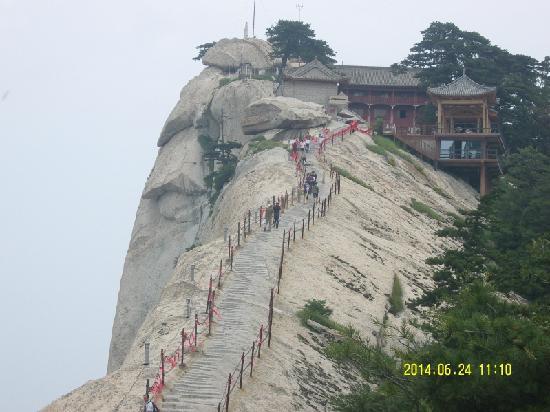 Mount Huashan: 陡峭的山啊