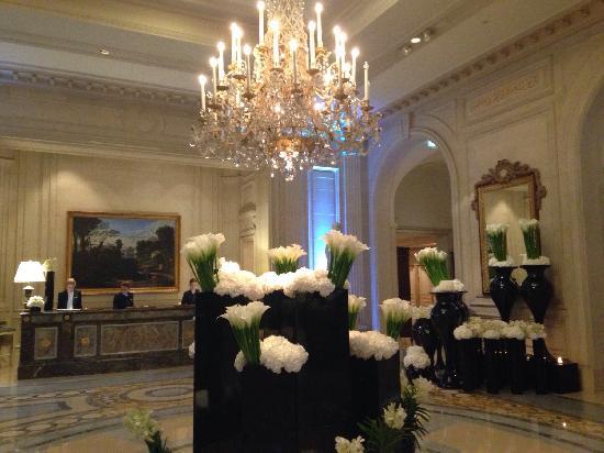 Four Seasons Hotel George V Paris: Four seasons