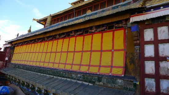 Nichi Temple: 尼赤寺大殿外围