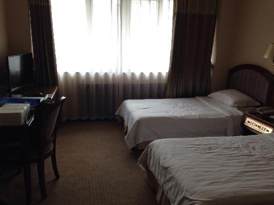 Yalu River Hotel : 市景标间