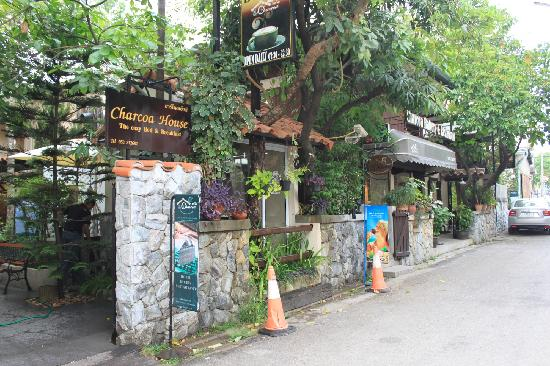 Charcoa Bed and Breakfast: 酒店正门
