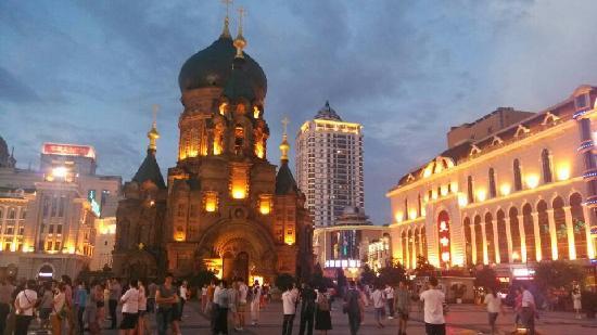 Sophia Square: 夜色中的教堂